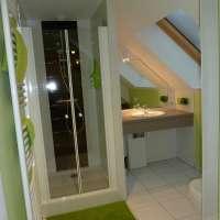 Une des salles d'eau de la Ferme Auberge du Ban de la Roche, proche du Champ du Feu