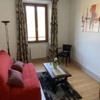 Salon avec coin TV et couchage BZ (140x200) © Chez Florine